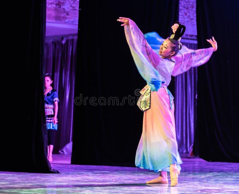 Rijk Tang Dynasty 1 - de Chinese Klassieke dans-Graduatie toont van Dansafdeling stock afbeeldingen