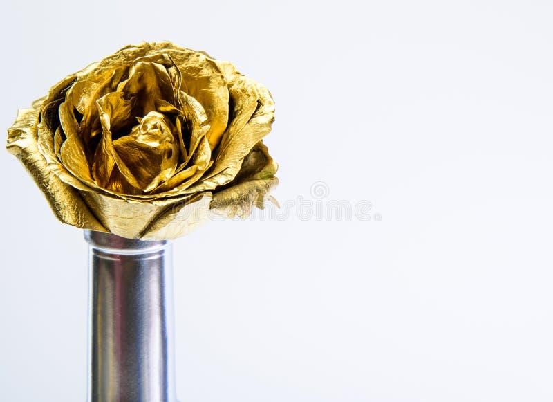 Rijkdom en rijkdom Gouden bloem het decor van de bloemwinkel Luxe en succes gemetalliseerde decoratie floristicszaken stock foto