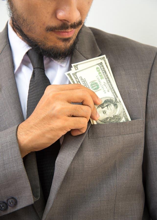 Rijke knap Close-up van de jonge mens in het zetten van geld royalty-vrije stock afbeeldingen