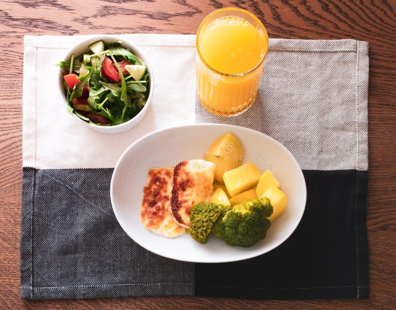Rijke maaltijd met jus d'orange royalty-vrije stock afbeeldingen