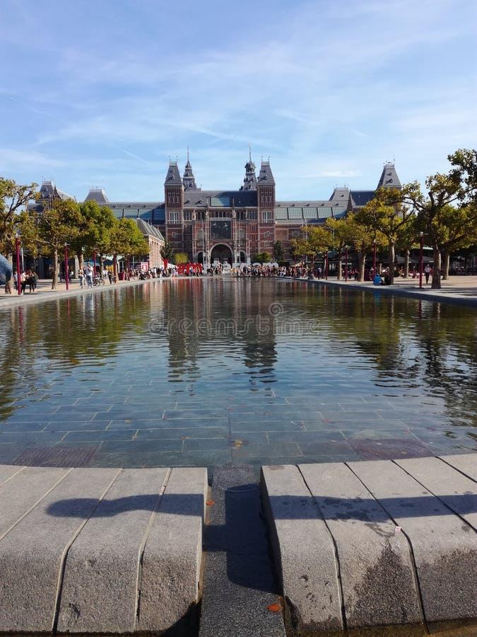 Rijksmuseum e Museumsplein em Amsterdão foto de stock