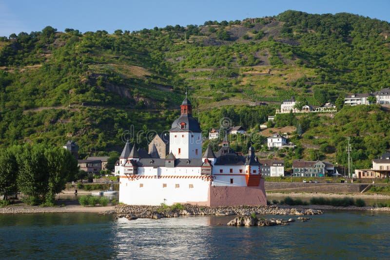 Rijnland-palatinaat, Mening van nea van het pfalzgrafensteinkasteel royalty-vrije stock foto