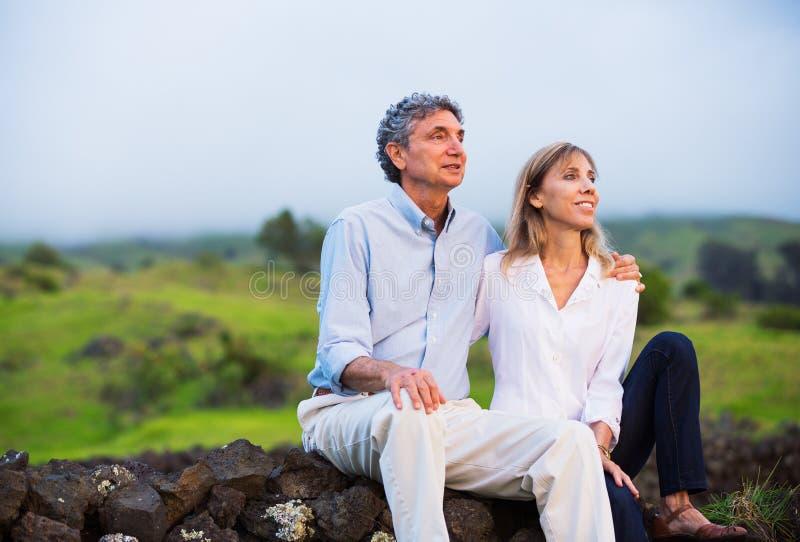 Rijp middenleeftijdspaar in liefde stock fotografie
