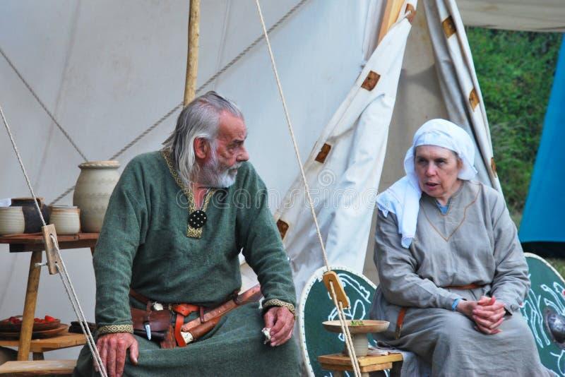 Rijp Paar in Saksische het weer invoerenkleding royalty-vrije stock afbeeldingen