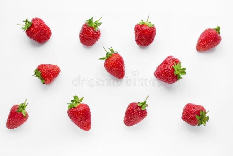 Rijpe aardbeien op witte achtergrond royalty-vrije stock afbeeldingen