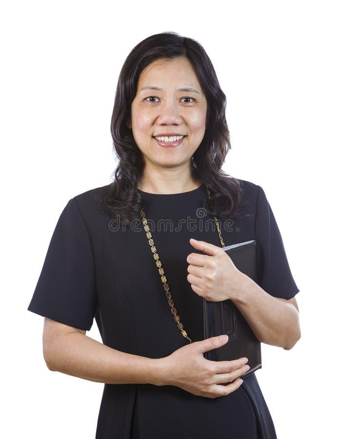 Rijpe Aziatische Vrouw in Bedrijfskledij op Witte achtergrond stock afbeeldingen