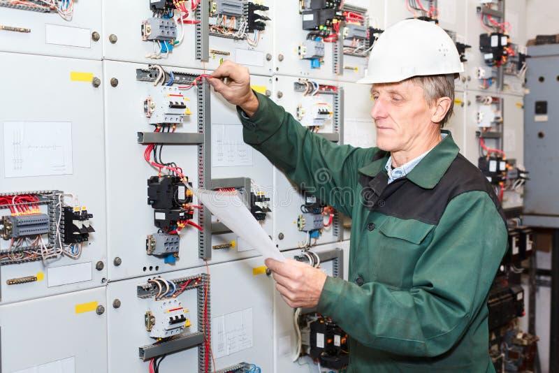 Rijpe elektricien royalty-vrije stock foto's