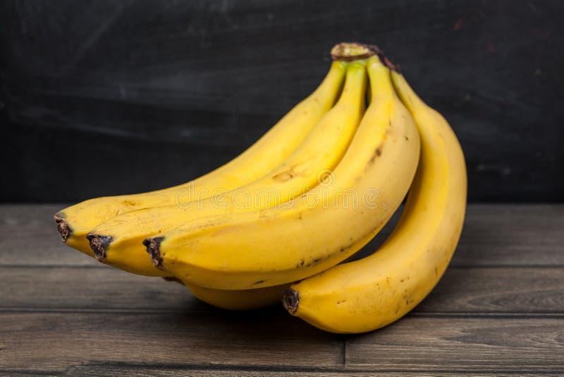 Rijpe gele Verse bananen  stock fotografie