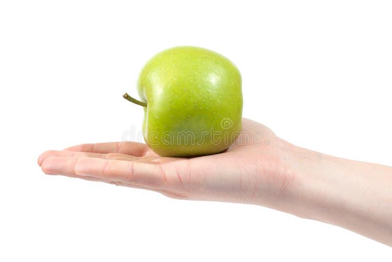 Rijpe heerlijke sappige groene appel die ter beschikking op witte achtergrond wordt ge?soleerd Gezond het eten en het op dieet zi royalty-vrije stock afbeelding