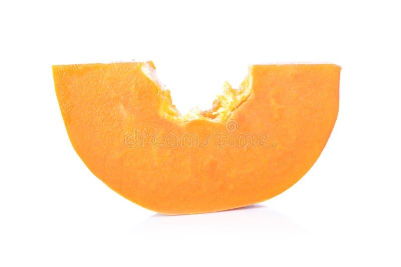 Rijpe papaja op witte achtergrond, besnoeiing in de helft stock afbeeldingen