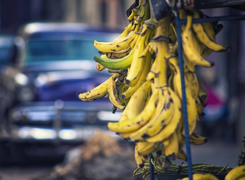 Rijpe plaintains op vertoning bij voedselverkoper in Havana, Cuba royalty-vrije stock foto