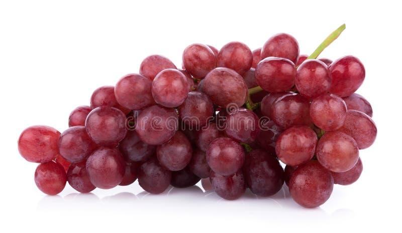 Rijpe rode die druif op witte achtergrond wordt geïsoleerd stock afbeelding