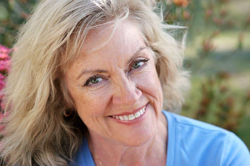 Rijpe Vrouw - Mooie Glimlach stock foto's