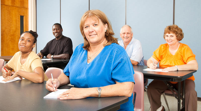 Rijpe Vrouw in Universiteit royalty-vrije stock afbeelding