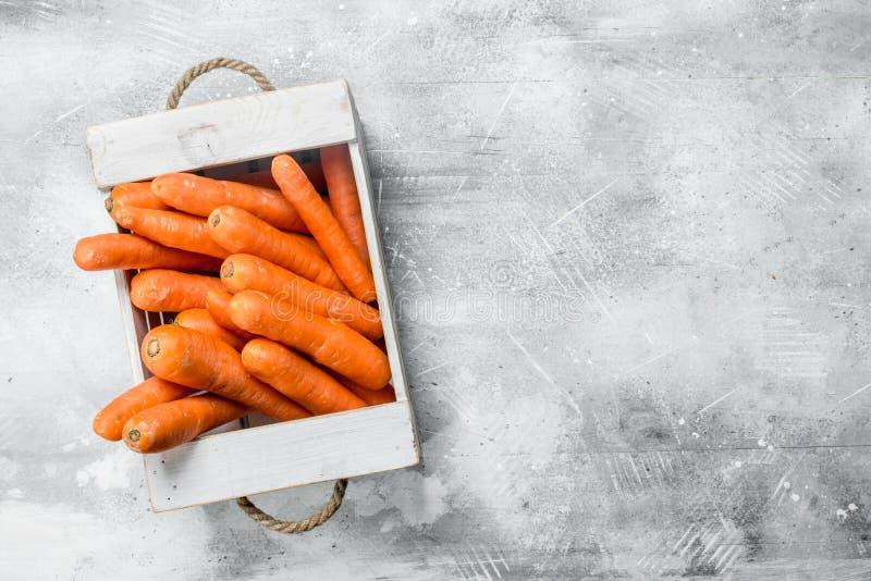 Rijpe wortel in de doos royalty-vrije stock fotografie