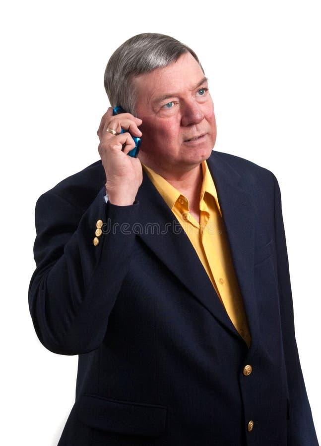 Rijpe zakenman die op geïsoleerder celtelefoon spreekt, royalty-vrije stock afbeeldingen