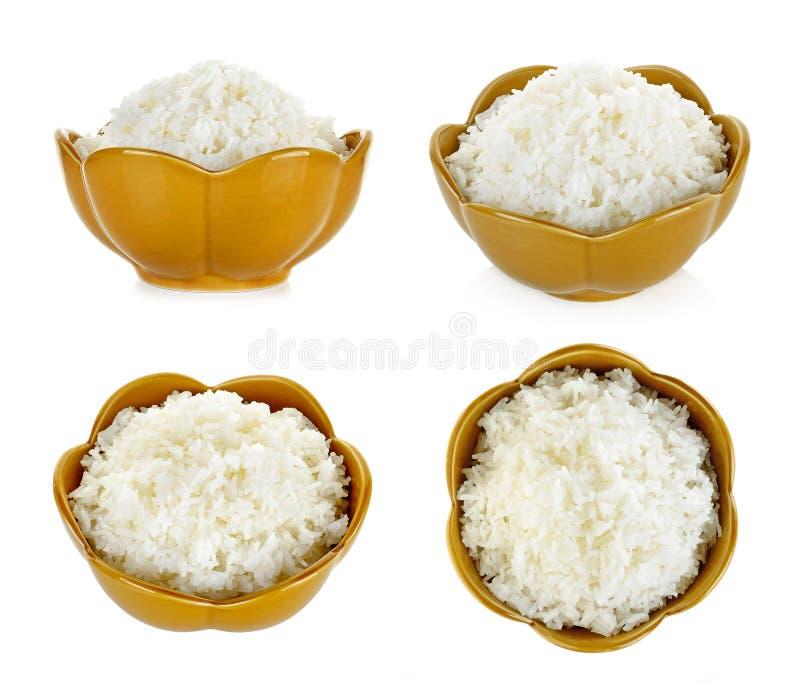 Rijst in een kom op een witte achtergrond wordt geïsoleerd die royalty-vrije stock afbeelding
