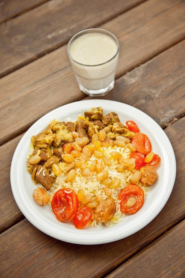 Rijst met vlees en rozijnen royalty-vrije stock foto's
