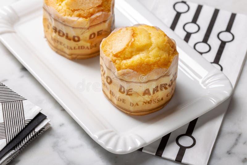 Rijstmuffin op dienblad, typische pastei van Portugal royalty-vrije stock foto's