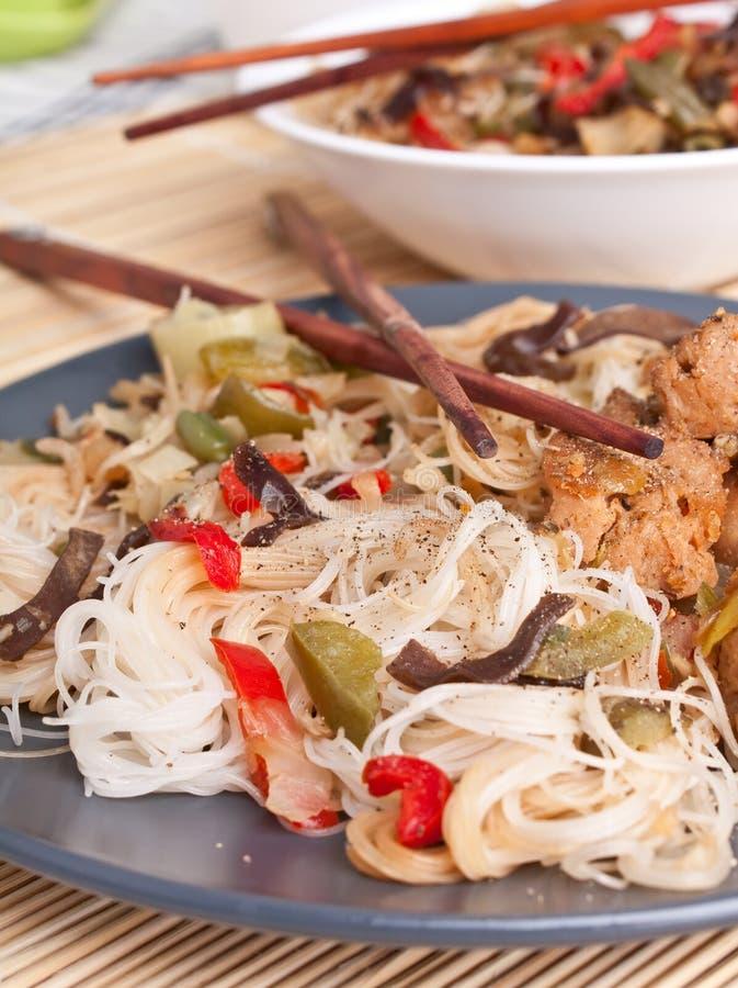 Rijstnoedels met groenten stock foto