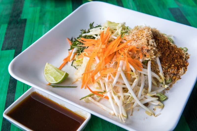 Rijstsalade van zuidelijke Thaise keuken stock foto