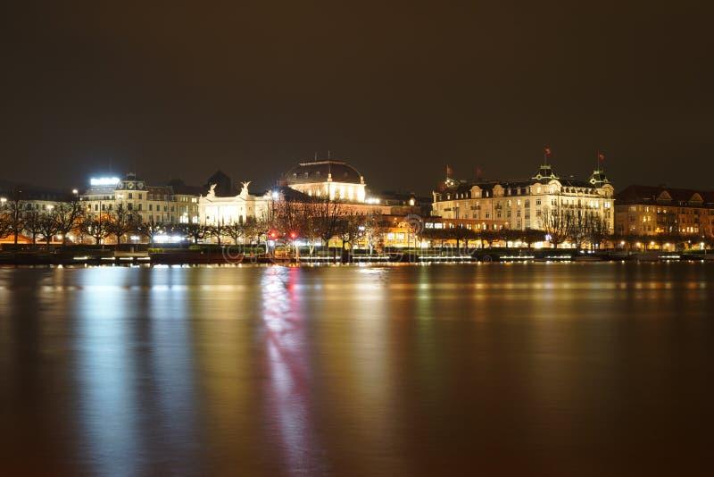 Rik operahus för ZÃ-¼ på natten royaltyfria foton