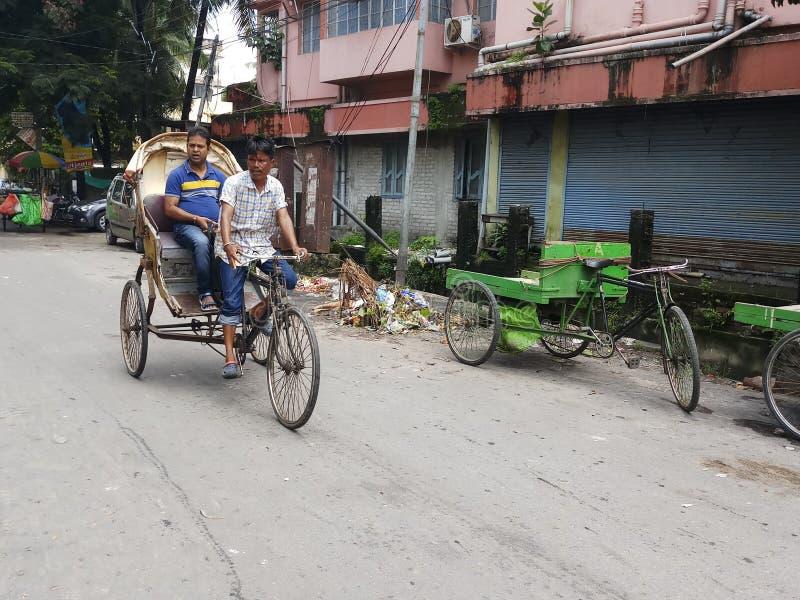 Rikschagebrauch für Transport von Leuten stockfotografie