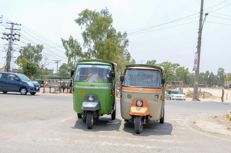 Rikshaws come trasporto pubblico a Lahore, Punjab, Pakistan fotografia stock libera da diritti