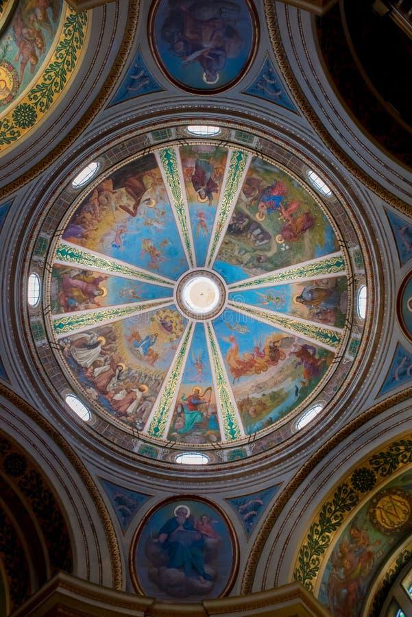 Rikt dekorerad kupol av den viktiga Carmelite Stella Maris mo arkivbilder