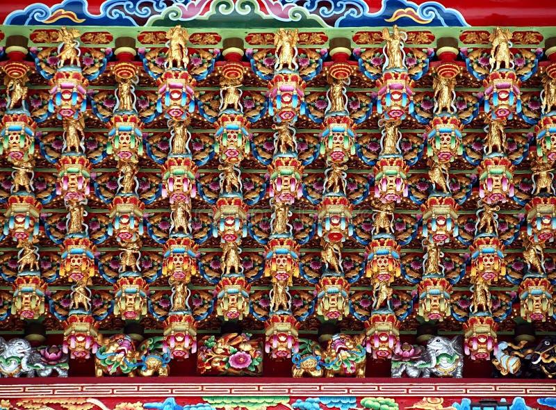Rikt dekorerat tempeltak arkivfoton