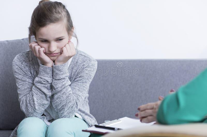 Riktad inåt tonårs- flicka med fördjupning royaltyfria foton