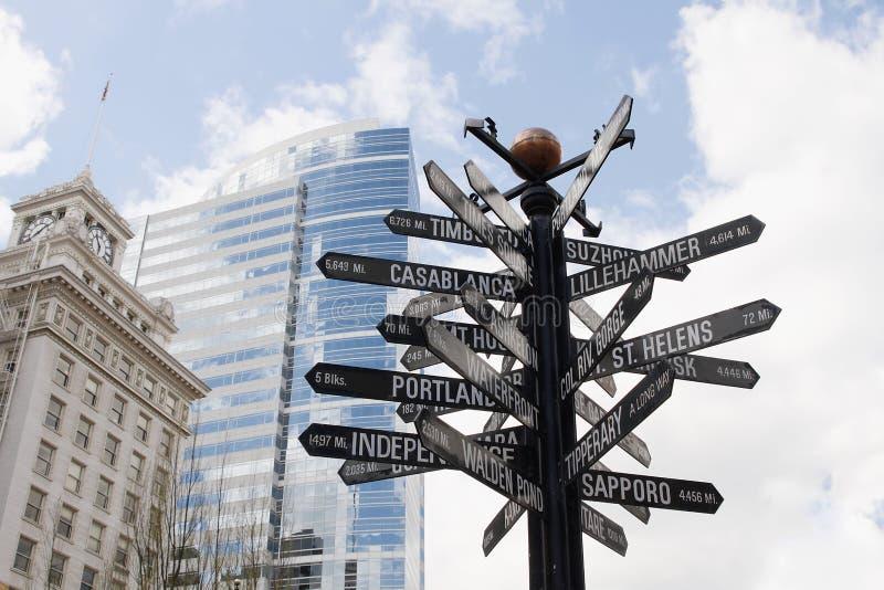 riktningslandmarks signpost till världen royaltyfria foton