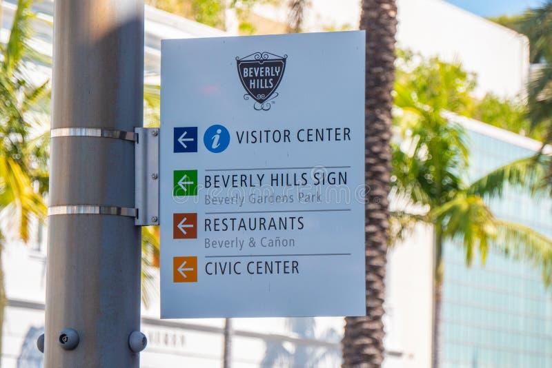 Riktningstecken på Beverly Hills - KALIFORNIEN, USA - MARS 18, 2019 royaltyfri fotografi
