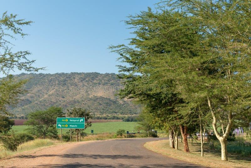 Riktningstecken på Kaapmuidenen till vägen N4 fotografering för bildbyråer