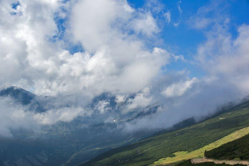 Rila berg, Yastrebets royaltyfri bild