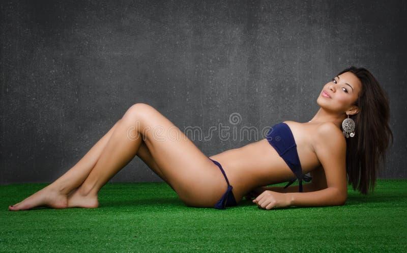 Rilassamento della donna fotografie stock