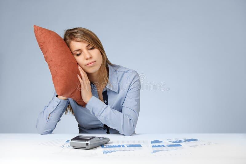 Rilassamento nel lavoro (burnout) fotografie stock