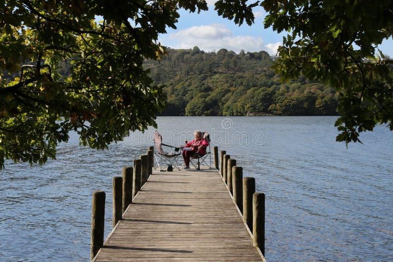 Rilassandosi dal lago Windermere - distretto del lago - l'Inghilterra immagine stock libera da diritti