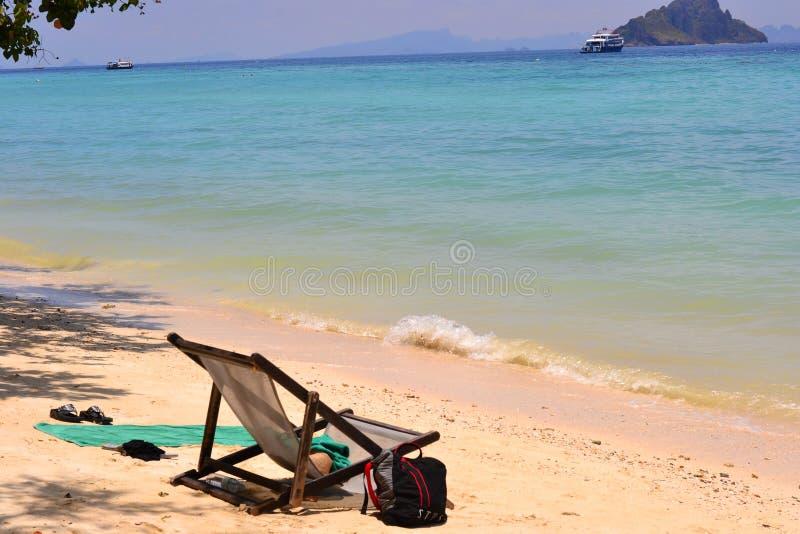 Rilassandosi sulla spiaggia fotografia stock libera da diritti