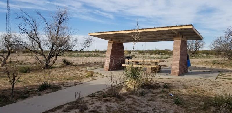 Rilassi gli alberi asciutti l'area di riposo Arizona fotografie stock