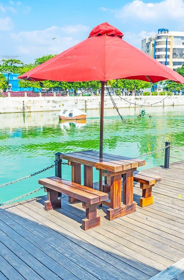 Rilassi nel lago beira a Colombo fotografia stock libera da diritti