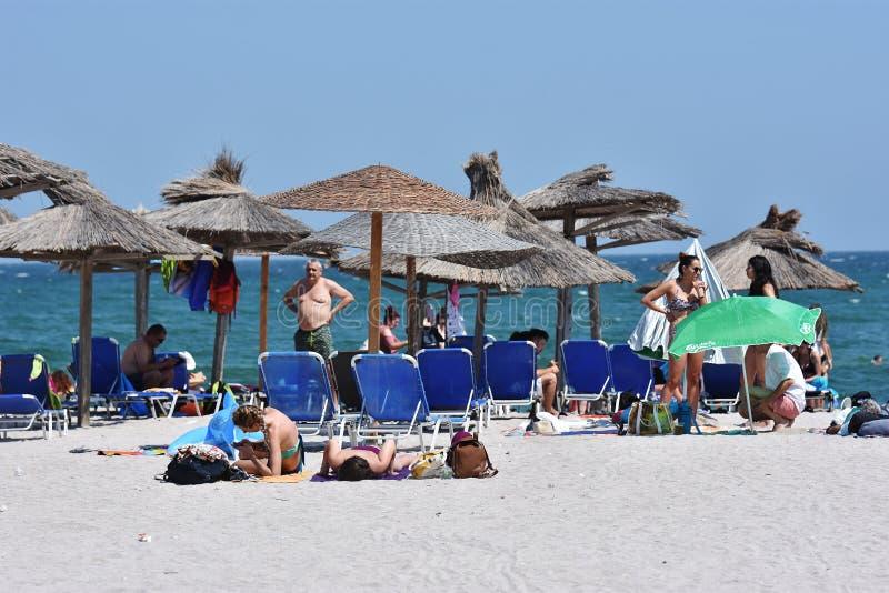 Rilassi sulla spiaggia di Vama Veche, Romania immagine stock