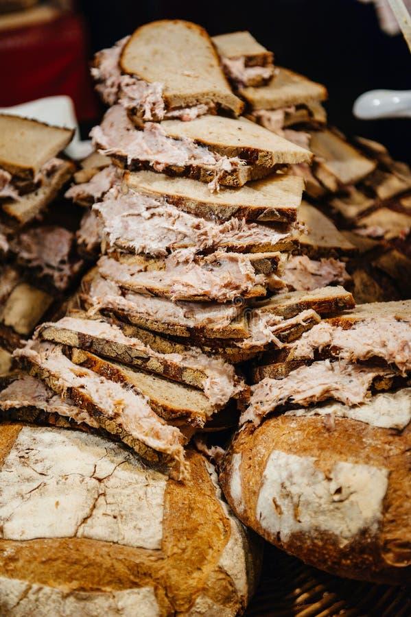 Rillette op brood in opslag stock afbeelding