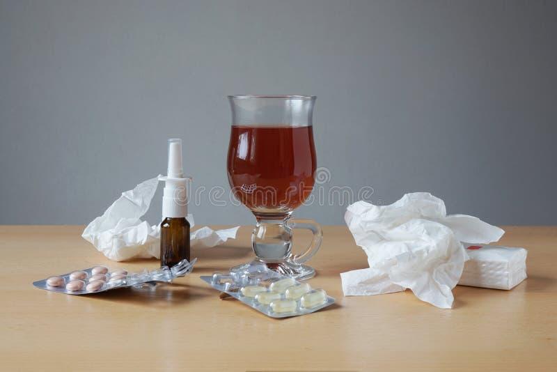 Rimedi di influenza o di raffreddore immagine stock