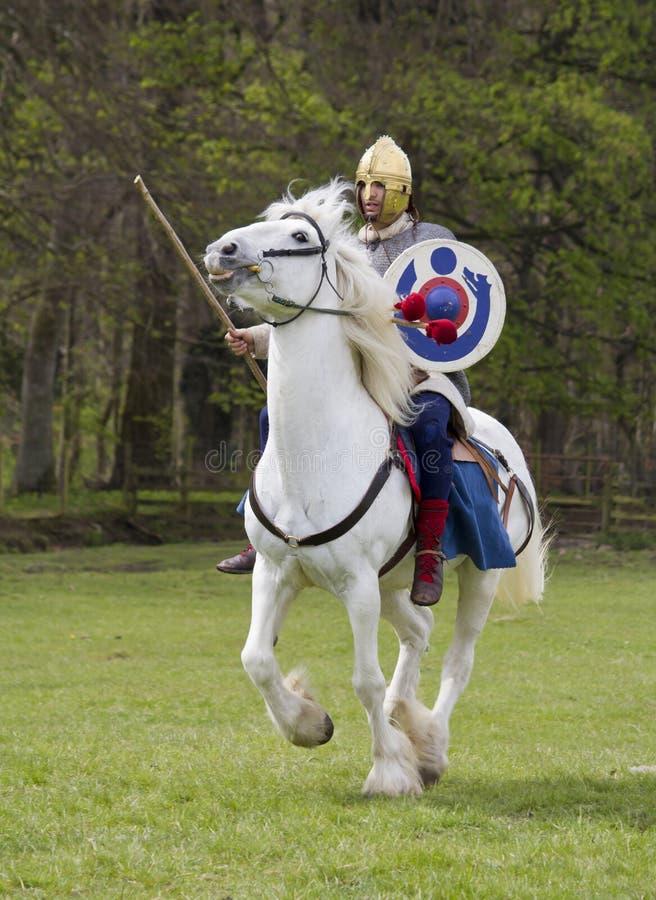 Rimessa in vigore storica dei soldati della fanteria e di Roman Cavalry a Northumberland, maggio 2012 immagini stock libere da diritti