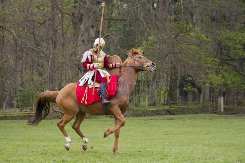 Rimessa in vigore storica dei soldati della fanteria e di Roman Cavalry a Northumberland, maggio 2012 fotografie stock libere da diritti