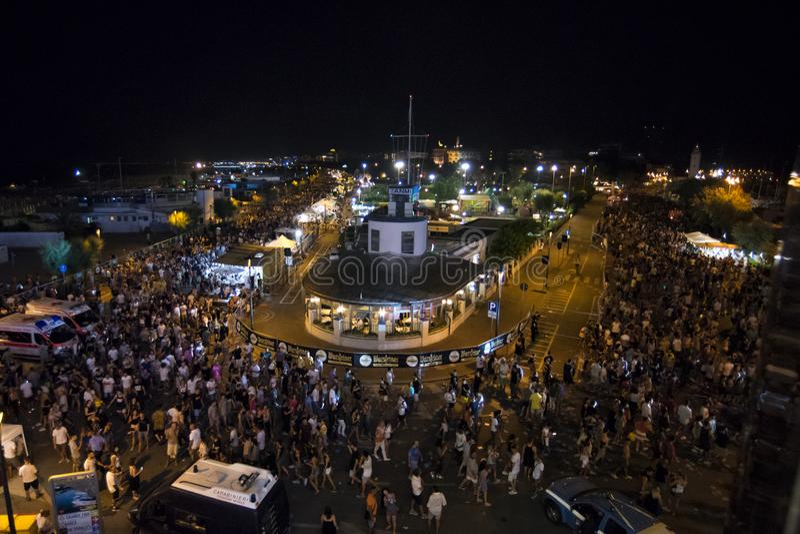 RIMINI, ΙΤΑΛΊΑ - 24 ΙΟΥΝΊΟΥ 2017: Παρέλαση Rimini οδών Molo στοκ εικόνα