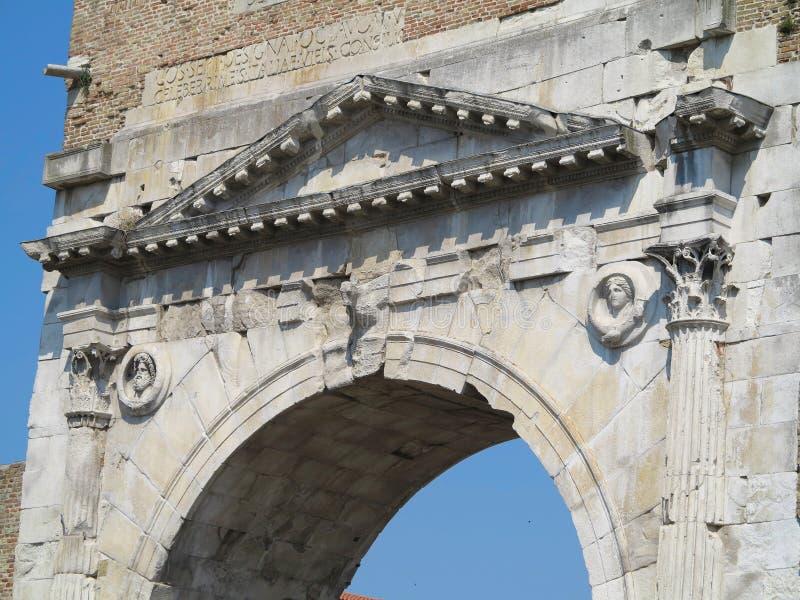 Rimini, Itália - arco de Augustus, porta antiga do romanesque do imagens de stock royalty free