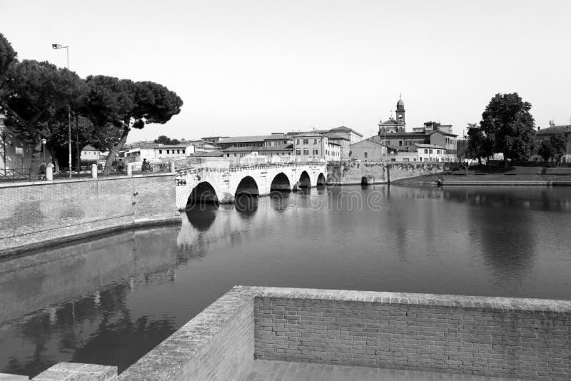 Rimini, Italien, juli 2019: Bron i Tiberius Ponte di Tiberio i Rimini arkivbilder