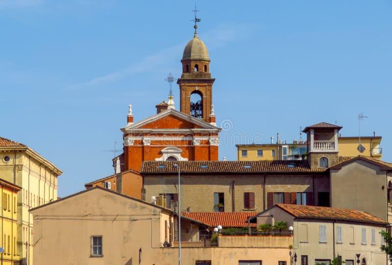 Rimini - sikt till den gamla staden arkivfoton